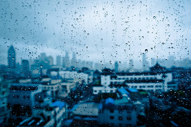 Raindrops on window glass with cityscape, China:スマホ壁紙(壁紙.com)
