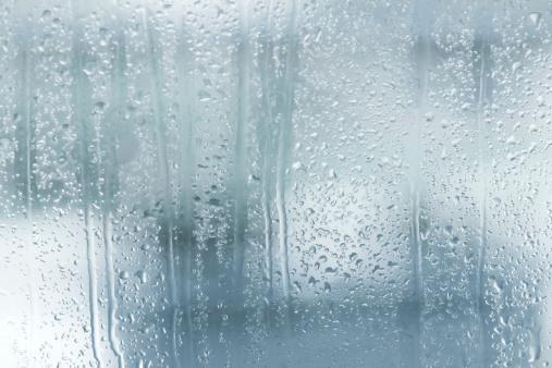 雨「ウィンドウに雨粒」:スマホ壁紙(5)