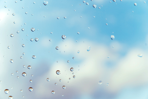 Meteorology「Raindrops on window with clouds and blue sky in background」:スマホ壁紙(9)
