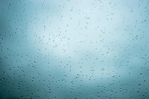 雨「Raindrops on windscreen」:スマホ壁紙(8)