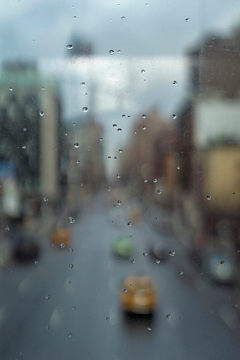 Meatpacking District「Raindrops on glas pane, in New York City」:スマホ壁紙(8)