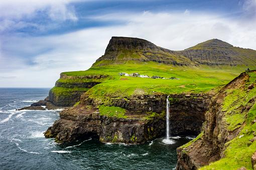North Atlantic Ocean「Denmark, Faroe islands, Vagar, Gasadalur waterfall」:スマホ壁紙(8)