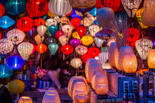 Chinese Lantern Lily「June 2017 Hoi An, Vietnam - Chinese lanterns illuminate the walkways throughout old town Hoi An.」:スマホ壁紙(15)