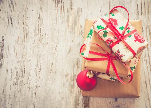 お祭り「Stack of Christmas presents and red Christmas bauble on wood」:スマホ壁紙(2)