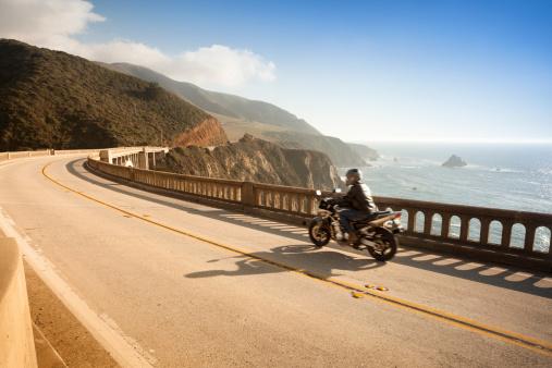 Motorcycle「Motorcycle crossing the Bixby Bridge, Big Sur, California, USA」:スマホ壁紙(5)