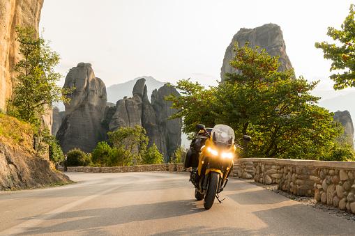 Motorcycle「Motorcycle on the road」:スマホ壁紙(13)
