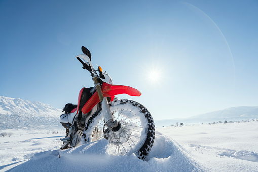 Motorcycle「Motorcycle on the snow」:スマホ壁紙(8)