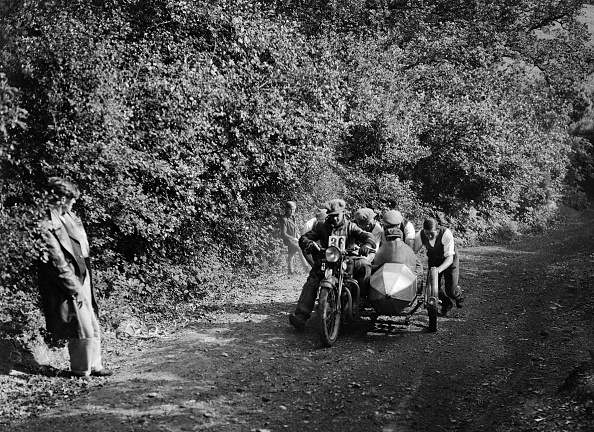 Pushing「Motorcycle and sidecar competing in the Brighton and Hove Motor Club Brighton-Beer Trial, 1930」:写真・画像(17)[壁紙.com]
