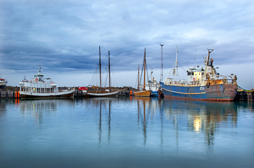 Moody Sky「Husavik Harbor Iceland」:スマホ壁紙(19)