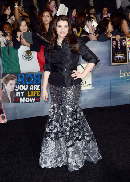 "Open Collar「Premiere Of Summit Entertainment's ""The Twilight Saga: Breaking Dawn - Part 2"" - Arrivals」:写真・画像(5)[壁紙.com]"