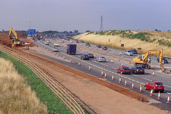 2002「Caterpillar 330B crawler excavator and Hyundai R130W wheeled excavator during construction of M6 motorway northern relief road at M42 junction. Birmingham, United Kingdom」:写真・画像(9)[壁紙.com]