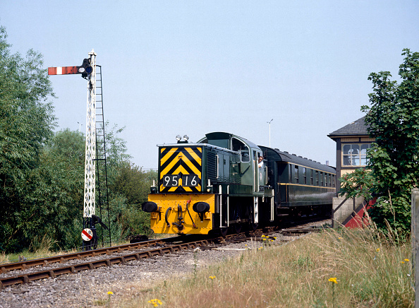 United Archives「Nene Valley Railway. No.D9516 leaves Orton Mere with the 14.15 service from Peterborough to Wansford. 19th July 1990.」:写真・画像(7)[壁紙.com]