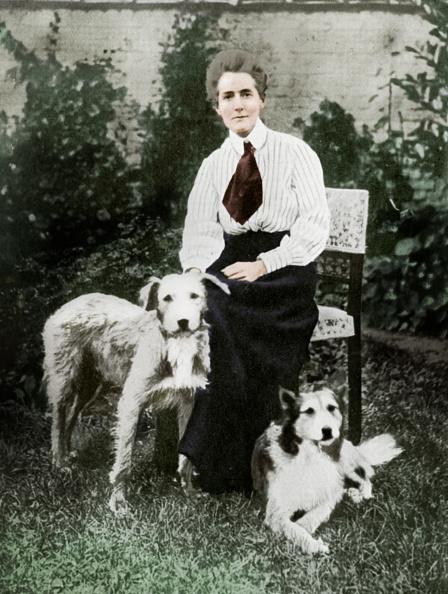 Patriotism「Edith Cavell With Her Pet Dogs, C1915」:写真・画像(2)[壁紙.com]