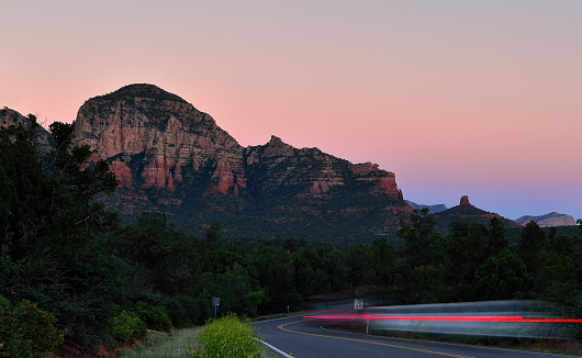 Sedona「Light trails in rural Sedona at dusk, Arizona, United States」:スマホ壁紙(2)