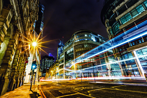 Unrecognizable Person「Light trails in City of London at night」:スマホ壁紙(15)