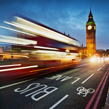 Bicycle Lane「Light trails on Westminster Bridge with Big Ben in the background, London, UK」:スマホ壁紙(18)
