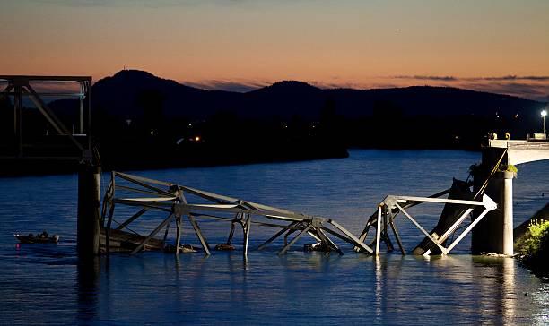 I-5 Bridge Collapses On Skagit River In Washington:ニュース(壁紙.com)