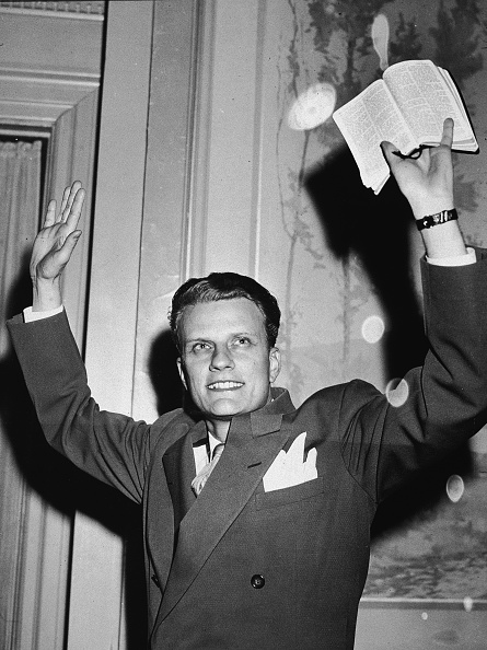Preacher「Billy Graham Raises Hands And Bible In Air」:写真・画像(8)[壁紙.com]