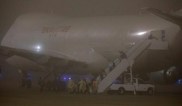 Passenger Craft「Flight Evacuating American Cruise Ship Passengers Exposed To Coronavirus In Japan Arrives In US」:写真・画像(14)[壁紙.com]