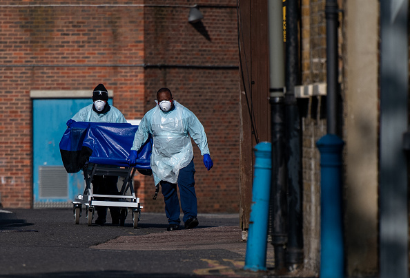 Death「UK In Fourth Week Of Coronavirus Lockdown As Death Toll Exceeds 10,000」:写真・画像(14)[壁紙.com]