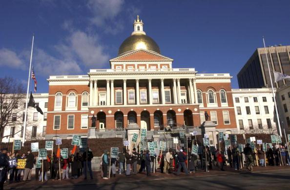 Massachusetts「Legislature Debates Challenge To Same-Sex Marriage」:写真・画像(2)[壁紙.com]