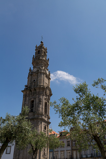 Vertical「Tower of Clérigos church in Porto」:スマホ壁紙(18)