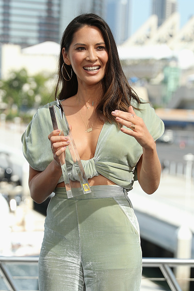 "Comic con「Olivia Munn Receives The IMDb ""Fan Favorite"" STARmeter Award On The #IMDboat At San Diego Comic-Con 2018」:写真・画像(9)[壁紙.com]"