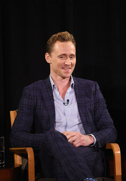 Three Quarter Length「Hugh Laurie and Tom Hiddleston: A Timestalk Conversation」:写真・画像(6)[壁紙.com]