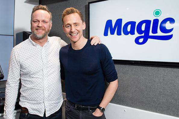 Magic Kingdom「Tom Hiddleston Visits Magic Radio」:写真・画像(3)[壁紙.com]