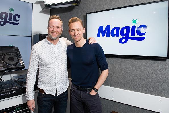 Magic Kingdom「Tom Hiddleston Visits Magic Radio」:写真・画像(5)[壁紙.com]