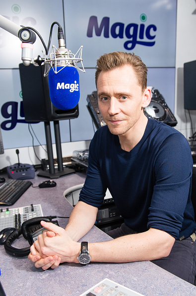 Magic Kingdom「Tom Hiddleston Visits Magic Radio」:写真・画像(6)[壁紙.com]
