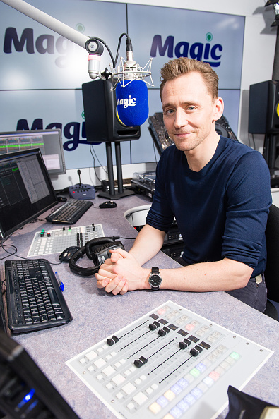 Magic Kingdom「Tom Hiddleston Visits Magic Radio」:写真・画像(8)[壁紙.com]