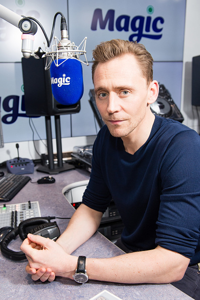 Magic Kingdom「Tom Hiddleston Visits Magic Radio」:写真・画像(4)[壁紙.com]