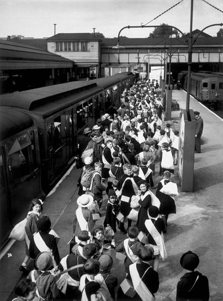 Evacuation「At The Station」:写真・画像(5)[壁紙.com]