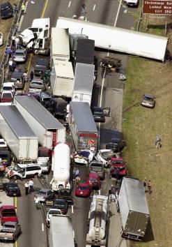 Mode of Transport「More than 100 Vehicles Crash in Georgia Fog, 5 Dead」:写真・画像(2)[壁紙.com]