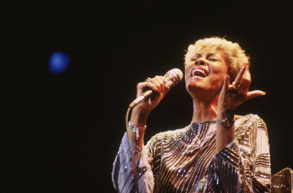 歌う「Dionne Warwick」:写真・画像(13)[壁紙.com]