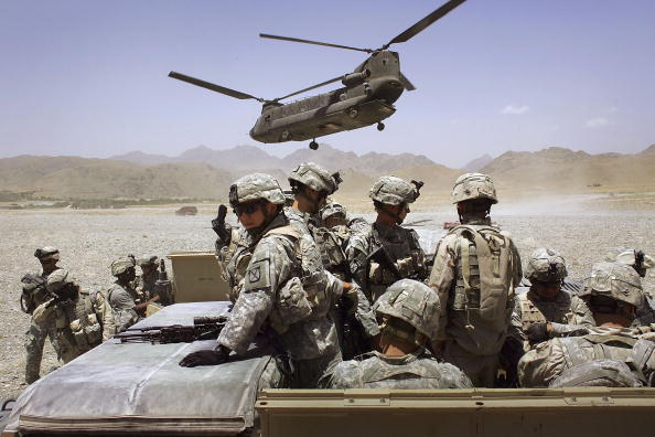 USA「U.S. Forces In Afghanistan On Anti-Taliban Operation Mountain Thrust」:写真・画像(3)[壁紙.com]