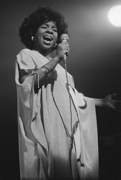 歌う「Gladys Knight」:写真・画像(14)[壁紙.com]