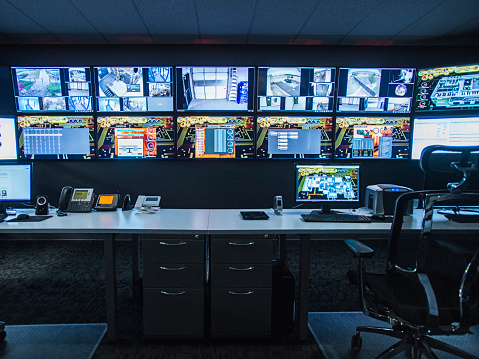 Utah「Monitors and empty desk in control room」:スマホ壁紙(7)
