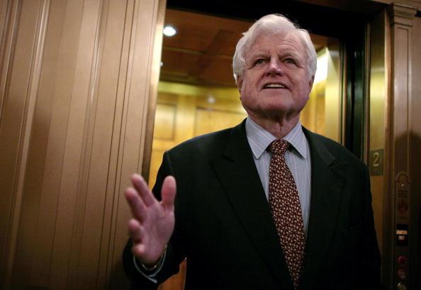 Moving Past「Senate Holds Cloture Vote On Alito Nomination」:写真・画像(16)[壁紙.com]