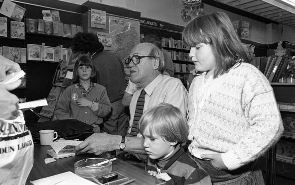 City Life「Author Roald Dahl in Dun Laoghaire 1988」:写真・画像(19)[壁紙.com]
