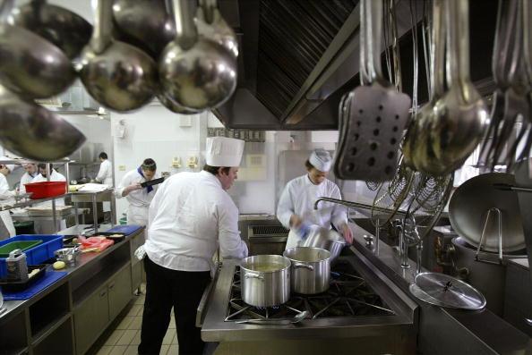 Kitchen「Jewish Cooks Learn Kosher Trade」:写真・画像(6)[壁紙.com]