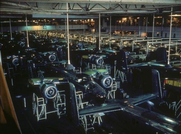アメリカ合州国「Assembling B-25 Bombers」:写真・画像(16)[壁紙.com]