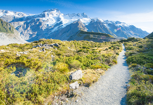 Mt Cook「Young traveler taking photo at mt cook famaus destination in new zealand」:スマホ壁紙(14)