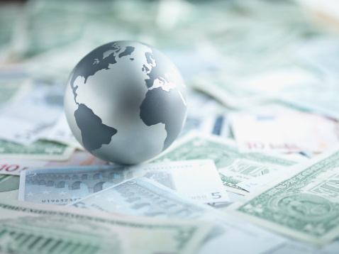 Economy「Metal globe resting on paper currency」:スマホ壁紙(4)