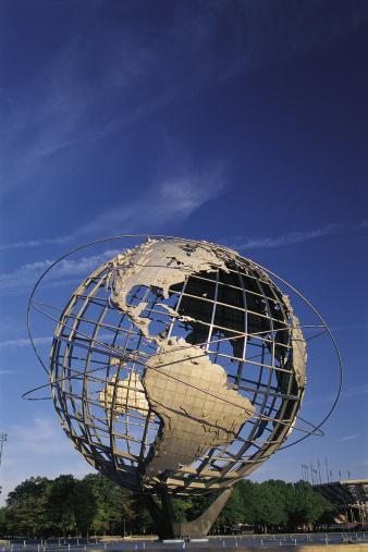Latitude「Metal globe sculpture from Queens in New York City」:スマホ壁紙(15)