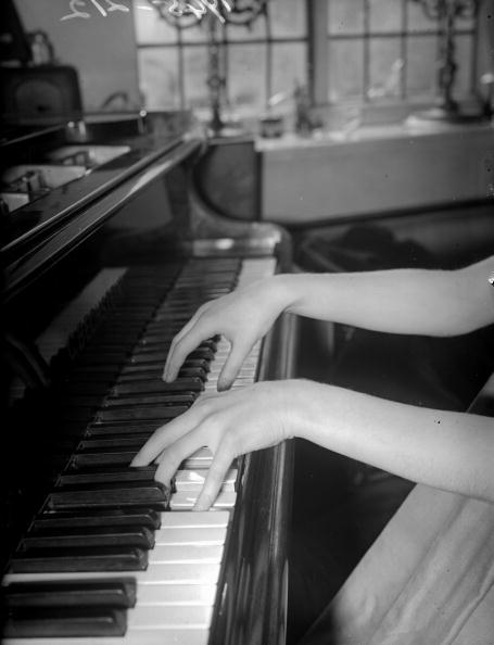 Piano「Pianist's Hands」:写真・画像(1)[壁紙.com]