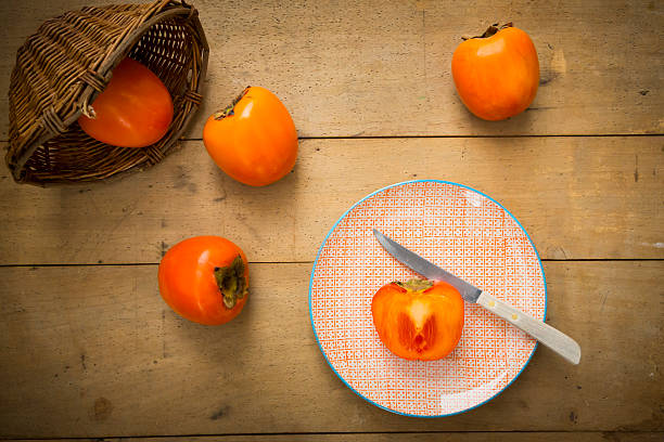 Whole and sliced kaki persimmons:スマホ壁紙(壁紙.com)
