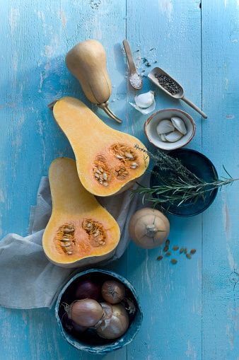 Garlic Clove「Whole and sliced butternut squash, garlic cloves and herbs on light blue wood」:スマホ壁紙(6)