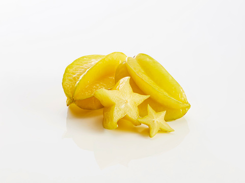 Starfruit「Whole and slices of star fruits on white background」:スマホ壁紙(9)